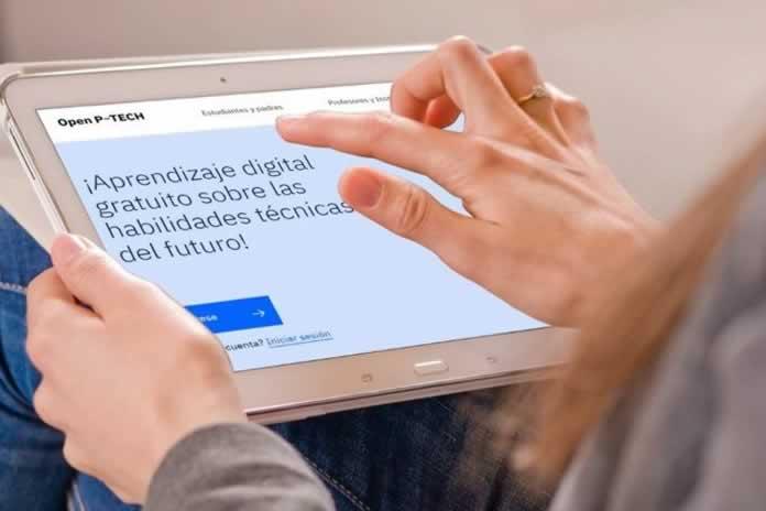 TABLET CON VISTA A LA PLATAFORMA EDUCATIVA OPEN P-TECH DE IBM